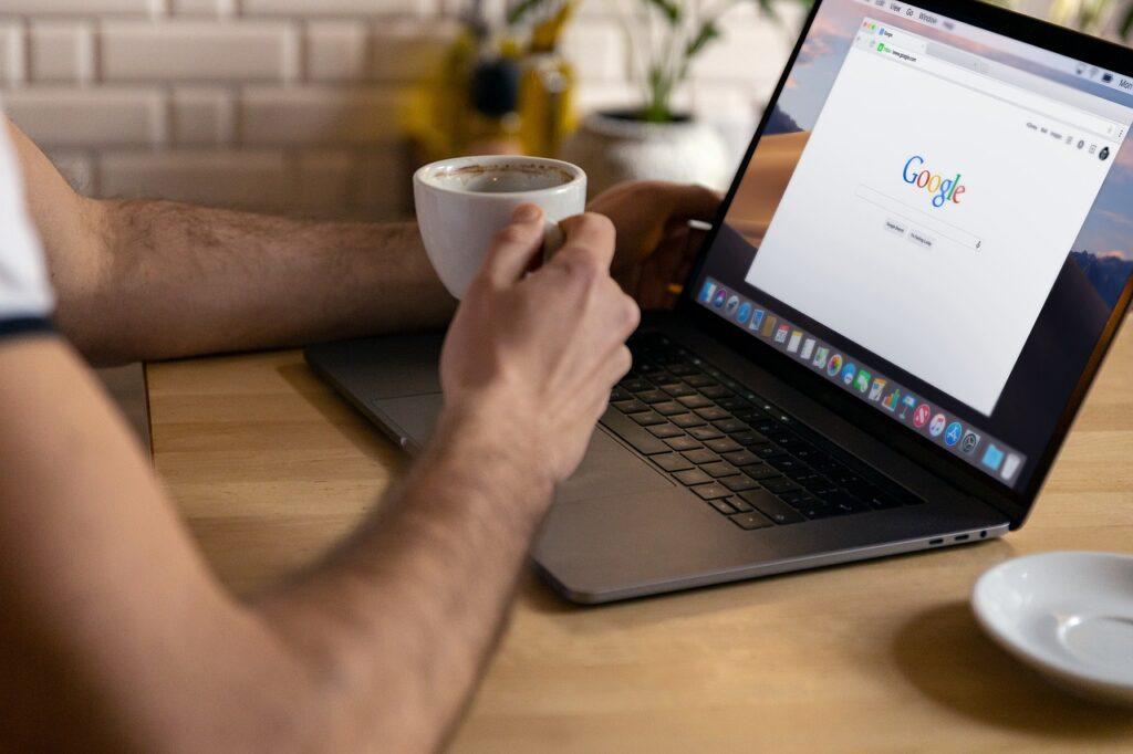 Freelance Work Google Macbook  - Firmbee / Pixabay